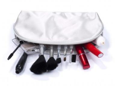 145157-425x319-grey-cosmetics-bag