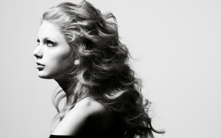 ws_Taylor_Swift_Side_Portrait_1920x1200.jpg